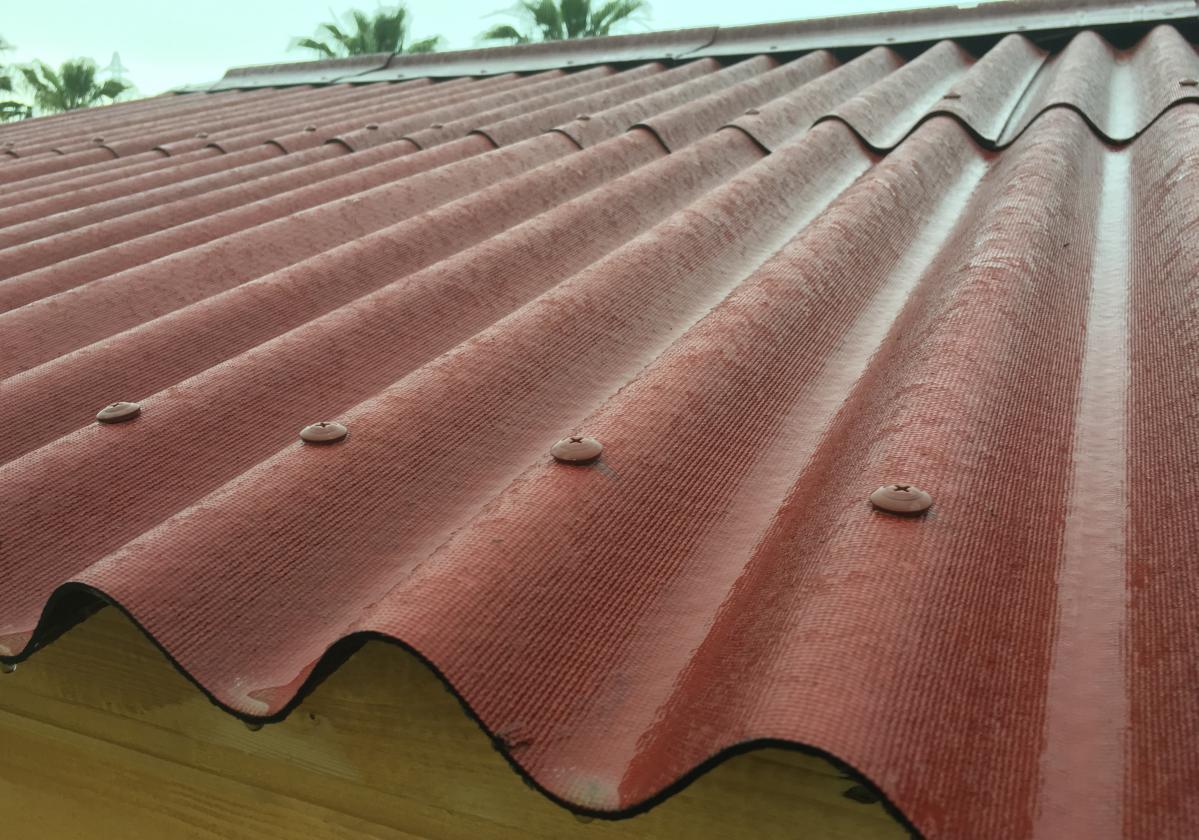 Vue d'un toit - Onduline Rouge