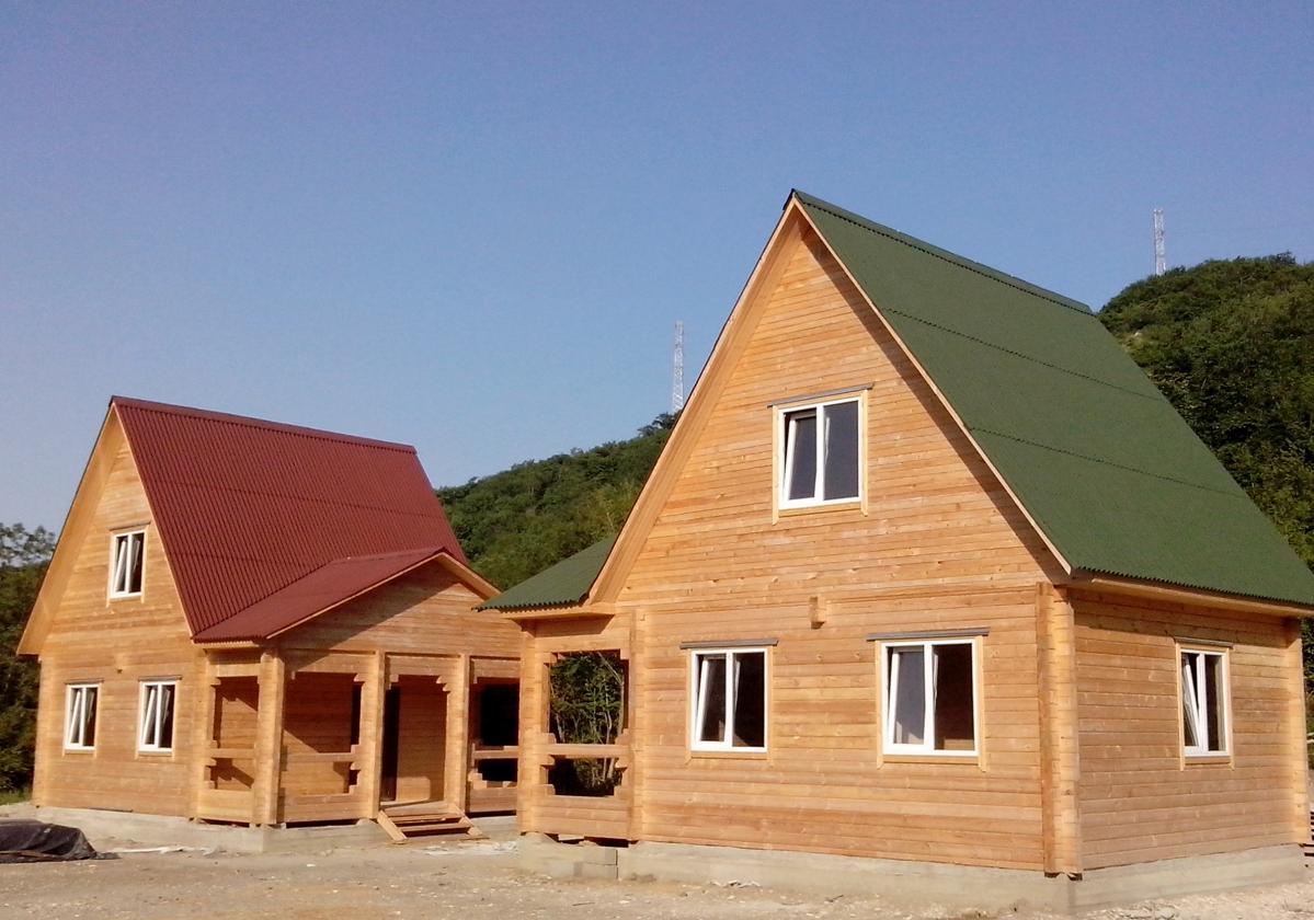Maisons en bois - Toiture Onduline Classic Rouge et Vert